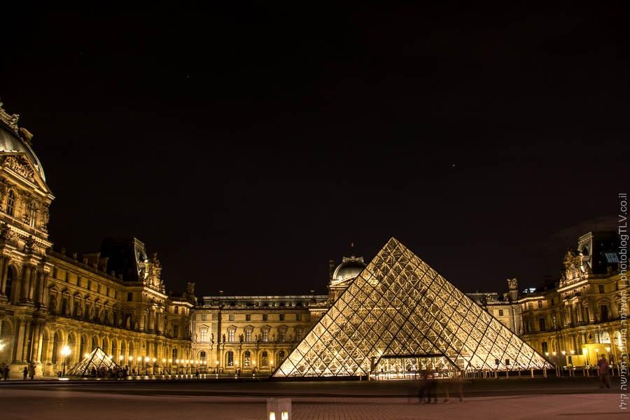 תמונה של הפרמידה ברחבת מוזיאון הלוברה (louvre), פריז, צרפת | ראיתי עיר עוטפת אור - חופשה בפריז | בלוג הצילום של עפר קידר