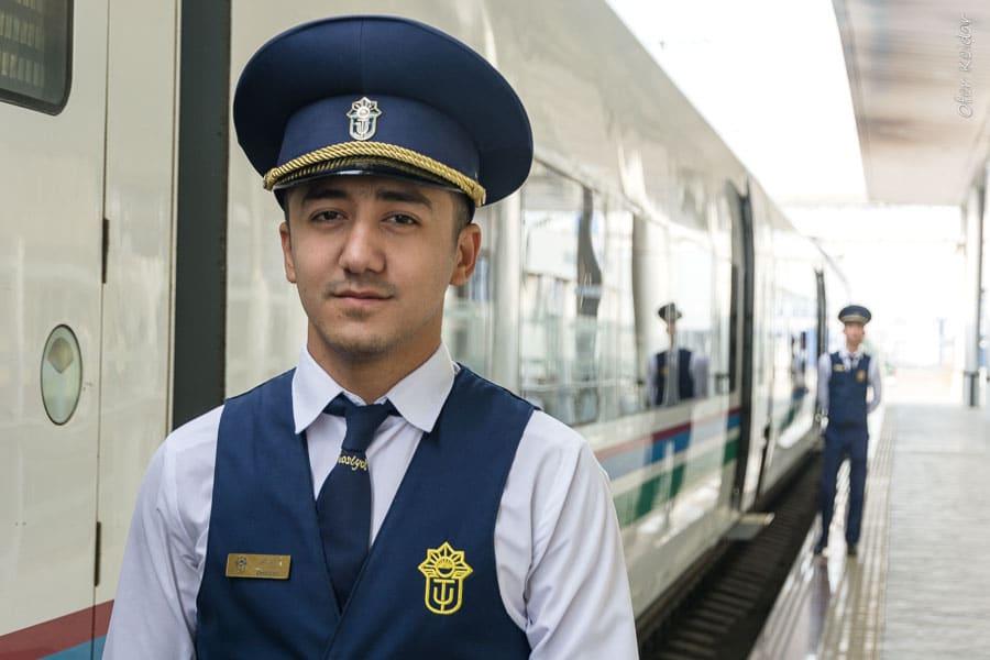 רכבת מהירה אל סמרקנד, אוזבקיסטן   המצלמה מוסיפה חמישה קילו   עפר קידר