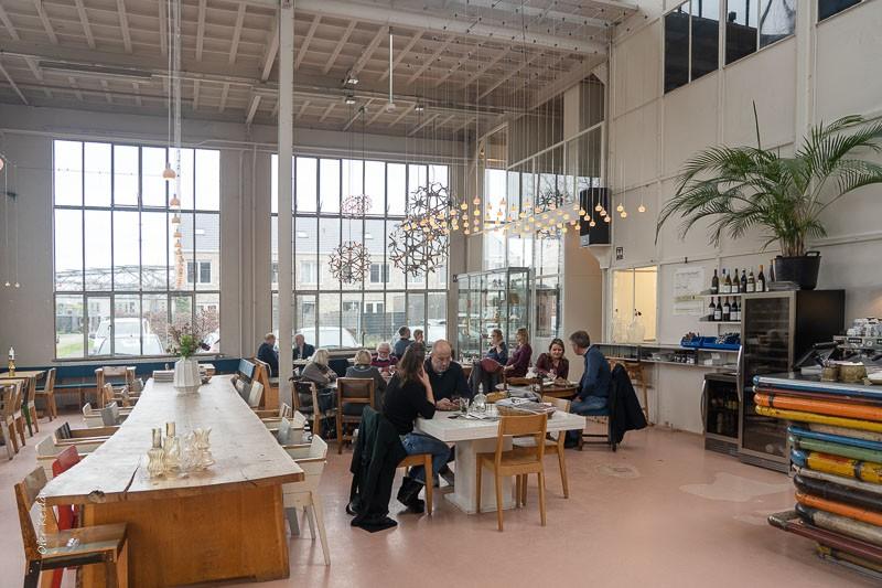 המסעדה במתחם של פיט היין איק - Piet Hein Eek, איינדהובן