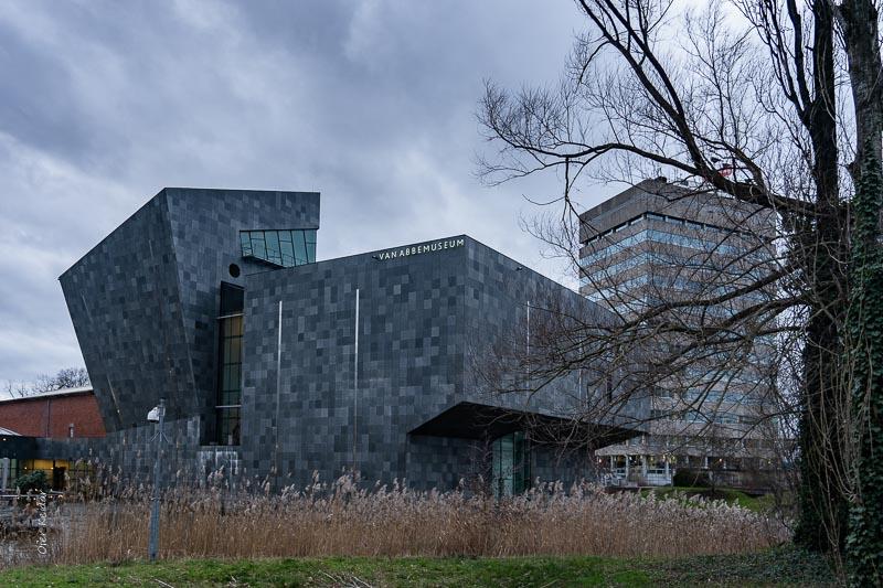 המבנה המרשים של מוזיאון Van Abbemuseum, איינדהובן